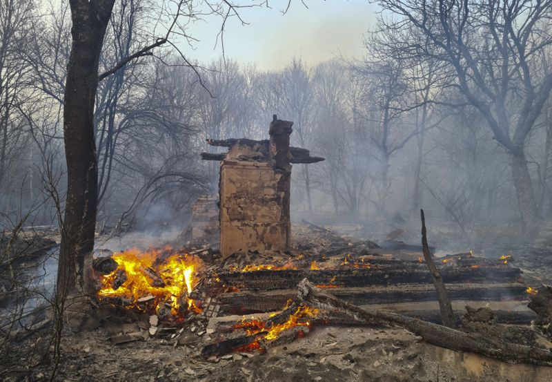 Copy of Ukraine_Chernobyl_Fire_15931.jpg-52d92~1-1586319430905
