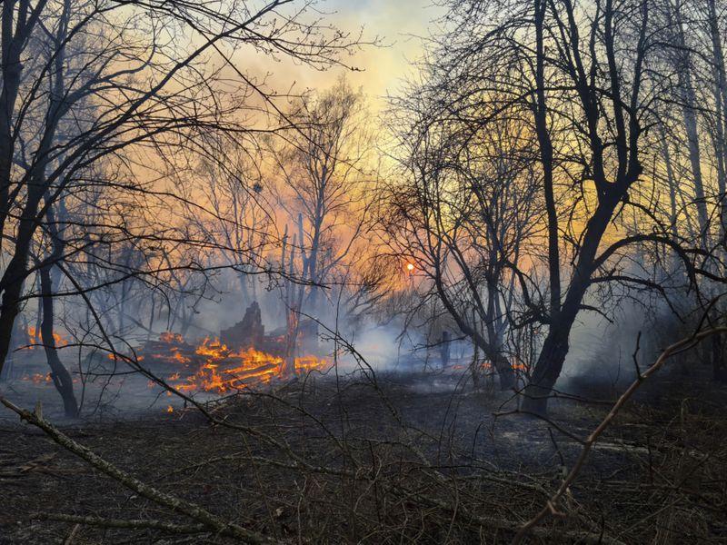 Copy of Ukraine_Chernobyl_Fire_16326.jpg-47c03-1586319445682