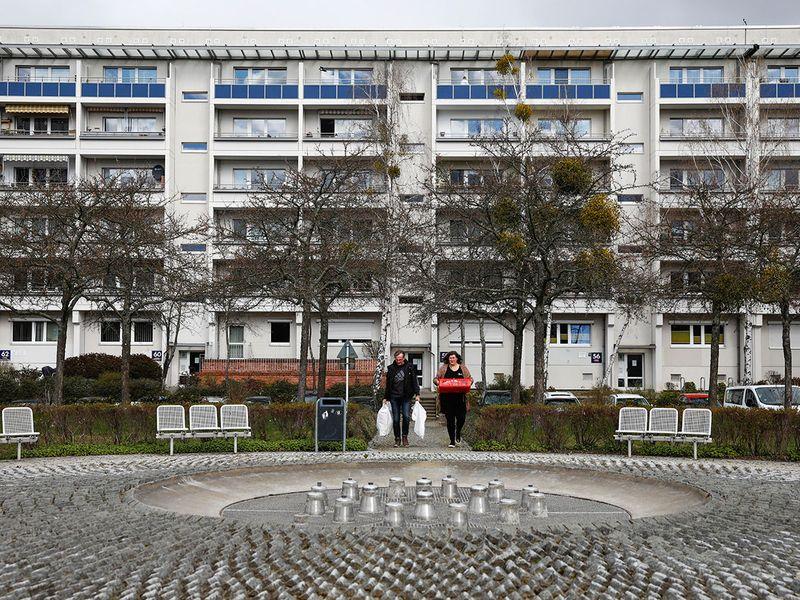 Virus_Outbreak_Germany_Helping_Families_31382