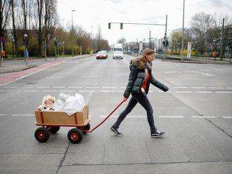 Virus_Outbreak_Germany_Helping_Families_99314