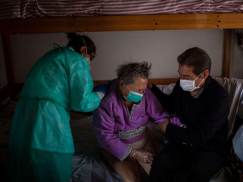 APTOPIX_Virus_Outbreak_Spains_Most_Vulnerable_90281