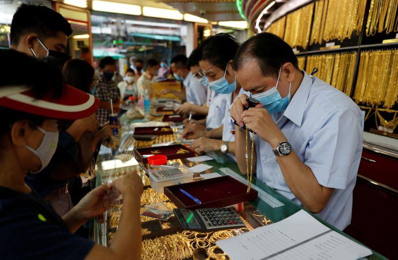 Copy of 2020-04-16T032016Z_1488660515_RC2F5G98TU0R_RTRMADP_3_HEALTH-CORONAVIRUS-THAILAND-GOLD-1587031365408