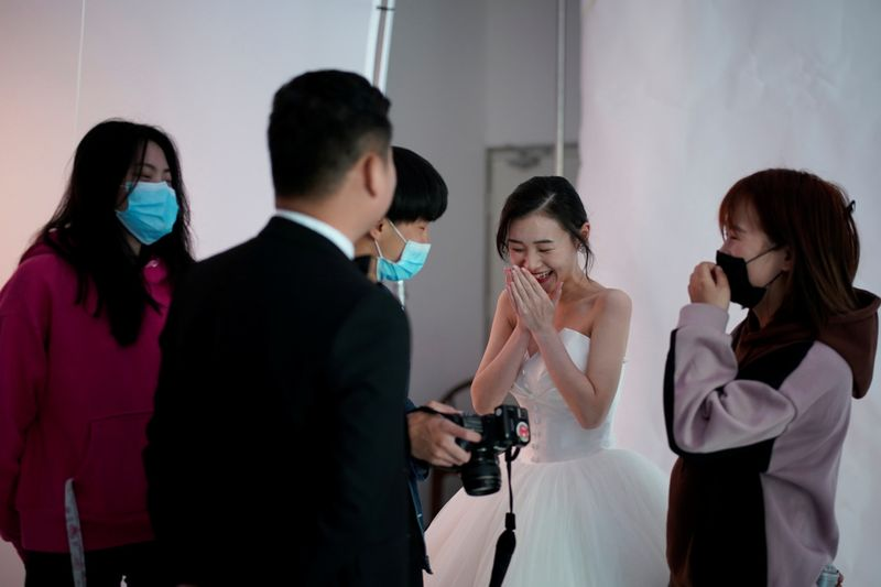 Copy of 2020-04-16T040313Z_1456252436_RC2G5G9FRI44_RTRMADP_3_HEALTH-CORONAVIRUS-CHINA-WUHAN-WEDDING-1587027219905