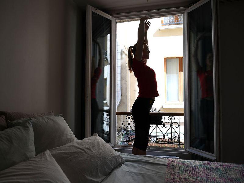 Moulin Rouge dancers train