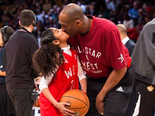 Kobe Bryant kisses his daughter Gianna