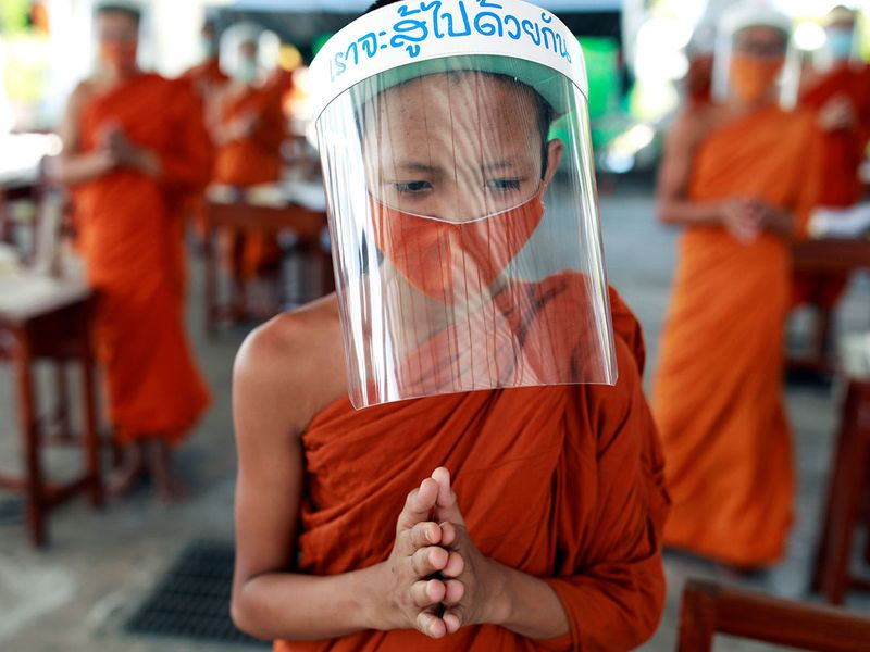 Copy-of-2020-04-22T110407Z_1245104552_RC2N9G9VZ9CE_RTRMADP_3_HEALTH-CORONAVIRUS-THAILAND-MONKS-(Read-Only)
