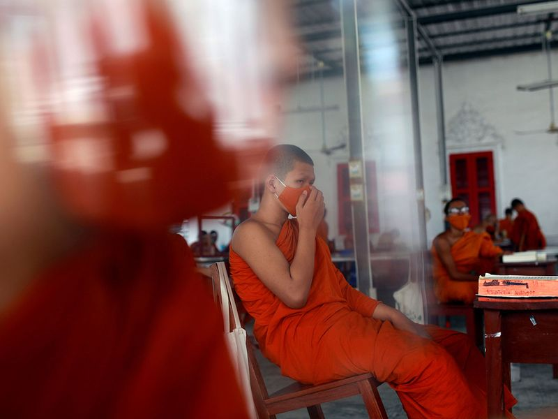 Copy-of-2020-04-22T110554Z_22959318_RC2N9G9IYTAG_RTRMADP_3_HEALTH-CORONAVIRUS-THAILAND-MONKS-(Read-Only)