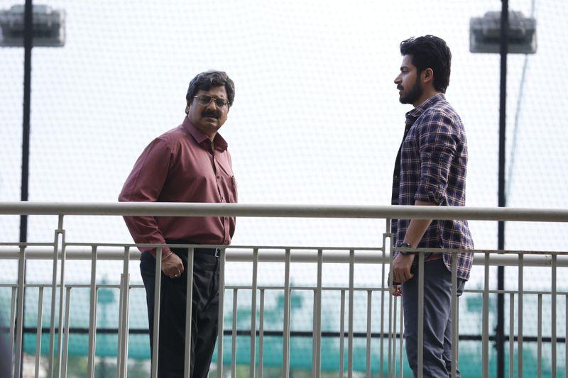 Vivek with Harish Kalyan in Dharala Prabhu-1587533028138