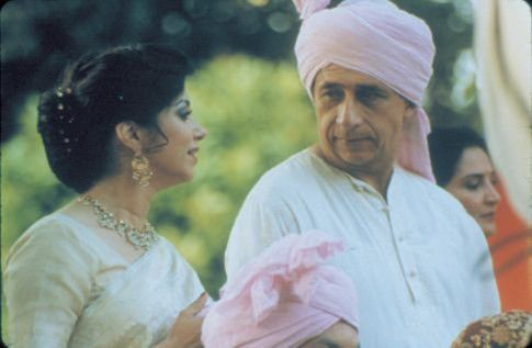Lillete Dubey and Naseeruddin Shah in Monsoon Wedding (2001)-1588054660061