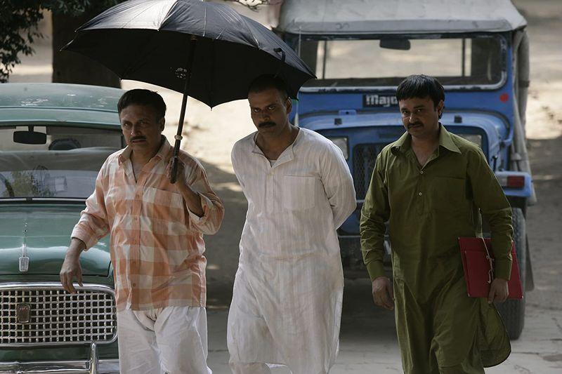Manoj Bajpayee, Jameel Khan, and Piyush Mishra in Gangs of Wasseypur (2012)-1588323592108