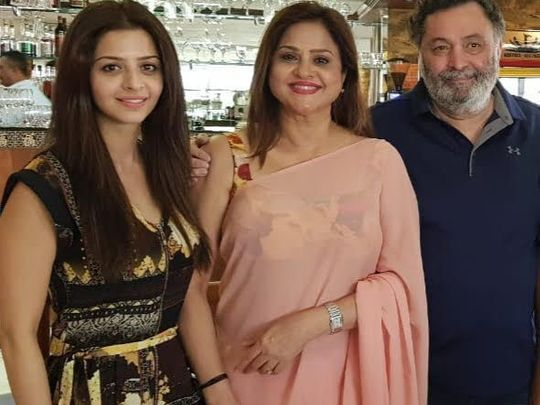 TAB 200506 Vedhika and her mother with Rishi Kapoor-1588746293143
