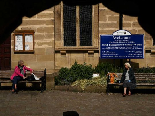 social distancing, UK