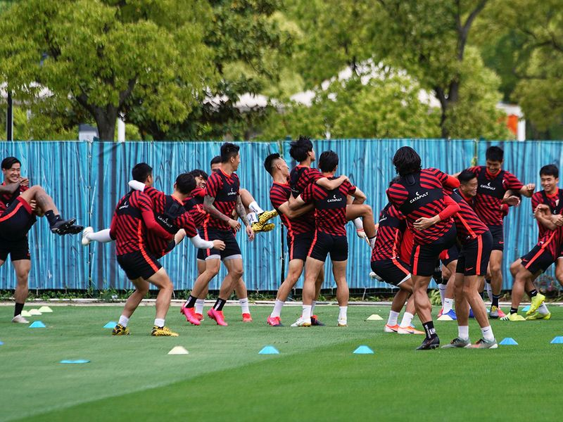 Football Soccer - Chinese Super League - Shanghai SIPG Training - Shanghai, China - May 7, 2020. Shanghai SIPG players take part in the first public training following the coronavirus disease (COVID-19) outbreak.  REUTERS/Aly Song