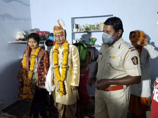 Parents are dead and no relatives to come for wedding amid lockdown, Nagpur Police step in to bless bride on wedding day