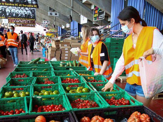 Swiss volunteers prepare food