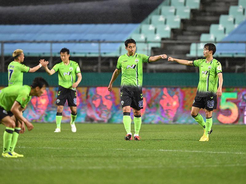 Jeonbuk Hyundai Motors FC v Suwon Samsung Bluewings - Jeonju World Cup Stadium, Jeonju, South Korea - May 8, 2020