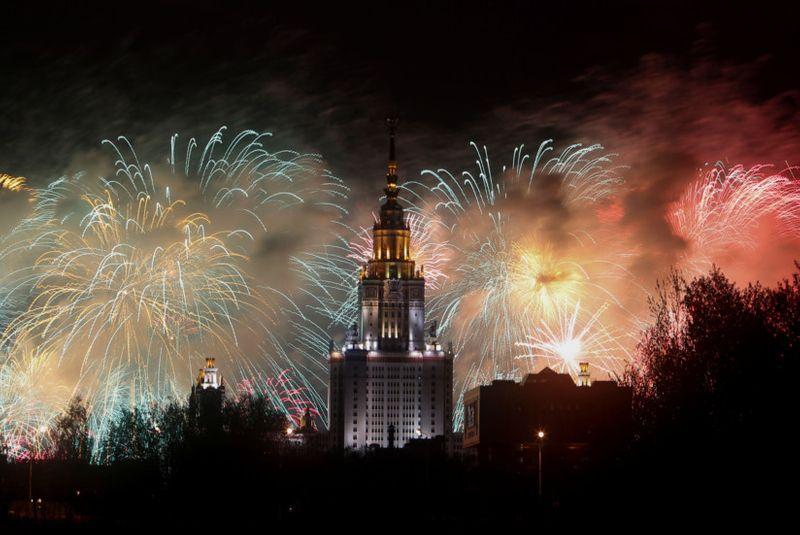 Copy of 2020-05-09T193338Z_1780871650_RC27LG99UGFY_RTRMADP_3_WW2-ANNIVERSARY-RUSSIA-FIREWORKS-1589097191477