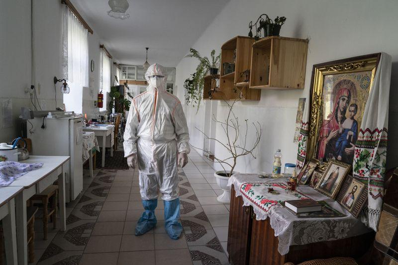 Copy of APTOPIX_Virus_Outbreak_Ukraine_Buckling_Hospitals_98888.jpg-adc6a~1-1589283488857