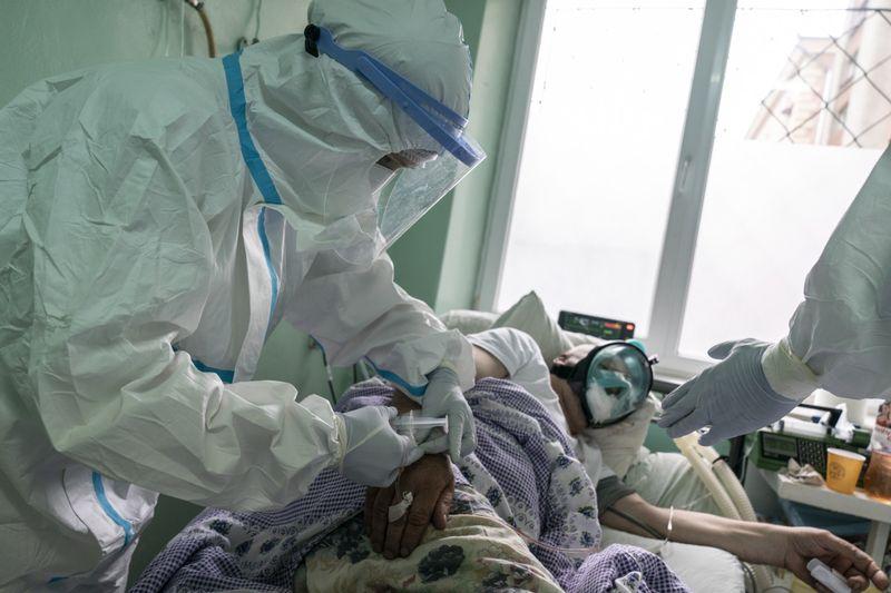 Copy of Virus_Outbreak_Ukraine_Buckling_Hospitals_68585.jpg-7ce1f~1-1589283497762