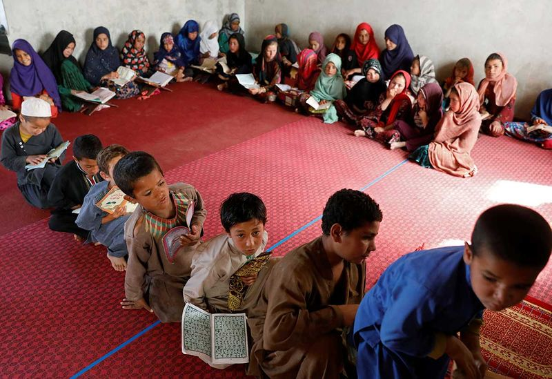 2020-05-10T135043Z_972609894_RC2PLG9P4HNA_RTRMADP_3_HEALTH-CORONAVIRUS-RAMADAN-AFGHANISTAN-(Read-Only)