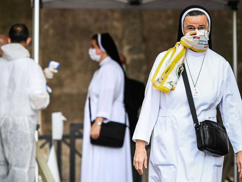 Nuns st peter's square vatican
