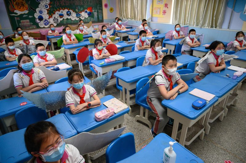 Estudiantes en Taiyuan, China.  AFP