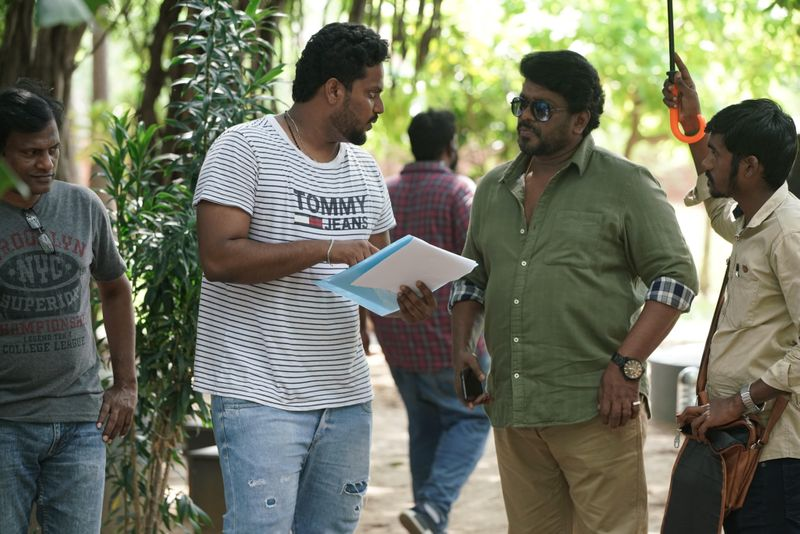 TAB 200517 Director Fredrick with director Parthiban on the sets of Pon Magal Vandhal-1590558750765