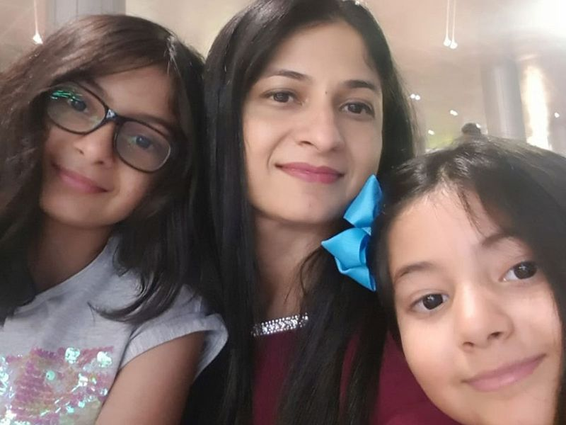 Hina Raheel with her daughters
