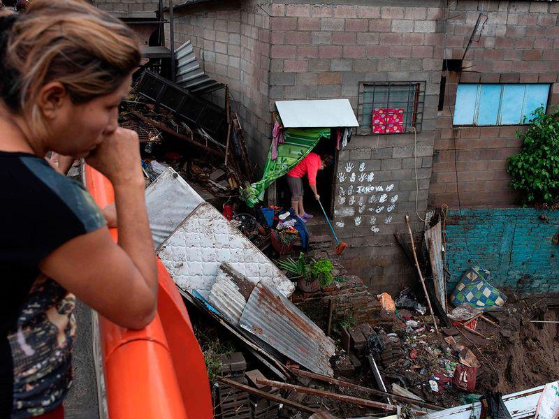 Deadly Tropical Storm Amanda hits El Salvador, Guatemala