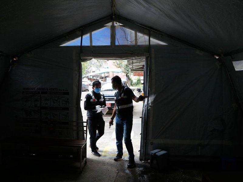 Nepal volunteers become local heroes during virus pandemic