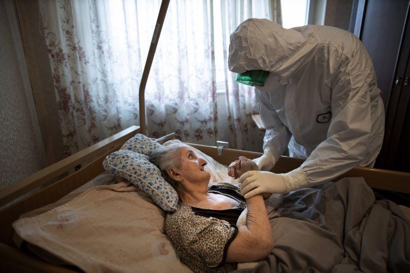 Copy of Virus_Outbreak_Russia_Priest_42509.jpg-1a084-1591433099041