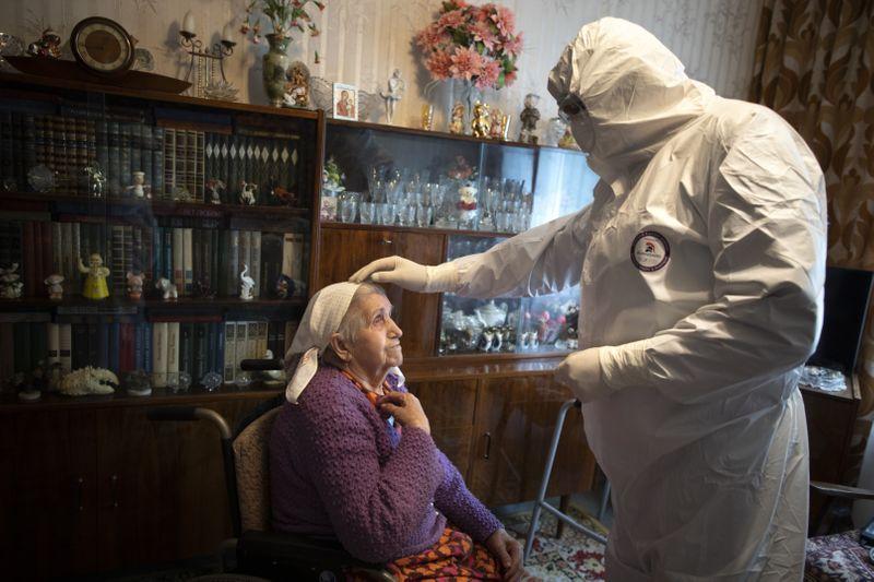 Copy of Virus_Outbreak_Russia_Priest_78102.jpg-25433~1-1591433130478
