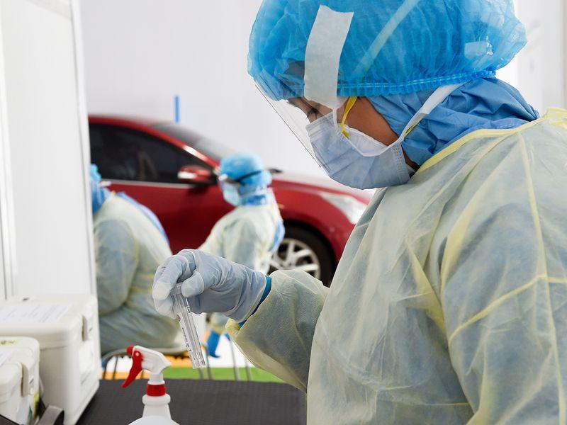 swab test, swab sample, covid-19 in uae, drive-through screening center