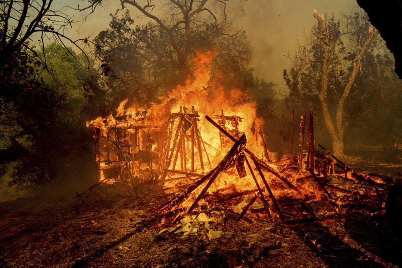 Copy of APTOPIX_California_Wildfires_87938.jpg-73d3a~1-1591697837349