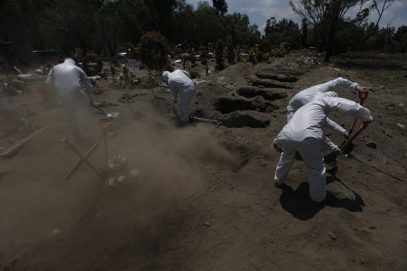 Copy of Virus_Outbreak_Mexico_-_Cemeteries_Photo_Gallery_35579.jpg-e42d1~1-1591700178652