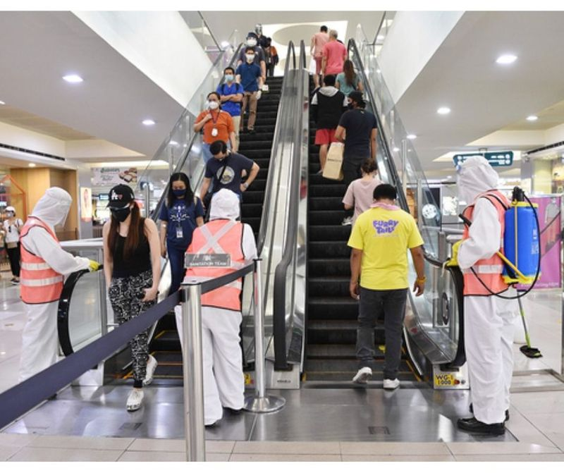 OFWs Manila escalator mall covid-19 QUARANTINE