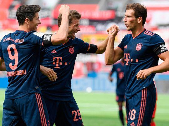 Bayern Munich's Polish forward Robert Lewandowski (2ndL) celebrates with Bayern Munich's German forward Thomas Mueller (2ndR) and Bayern Munich's German midfielder Leon Goretzka