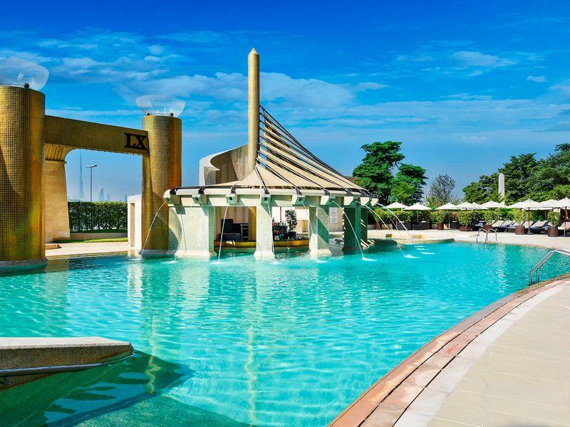 Raffles pool