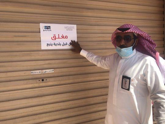 Saudi barber shop closed