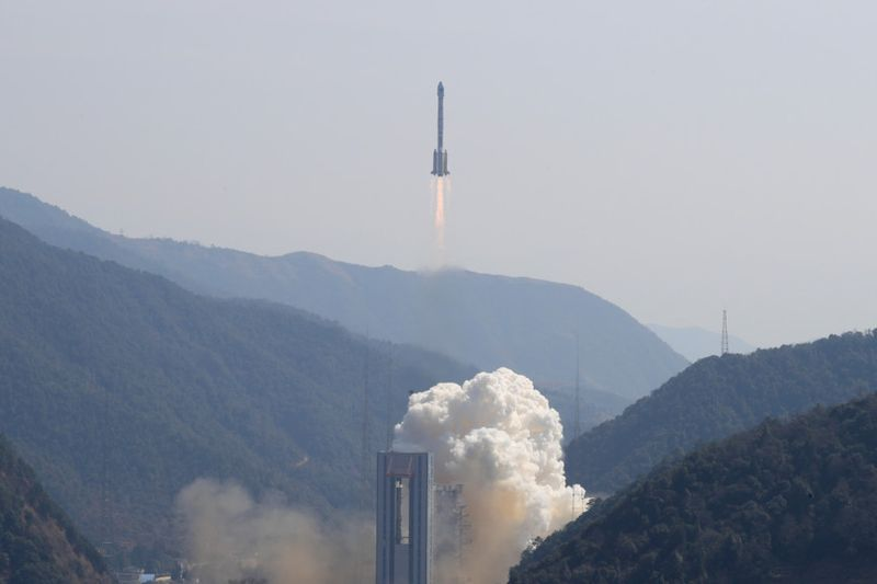 Copy of 2020-06-12T032207Z_2104055218_RC2F7H9G29ZN_RTRMADP_3_SPACE-EXPLORATION-CHINA-SATELLITE-1592887398209
