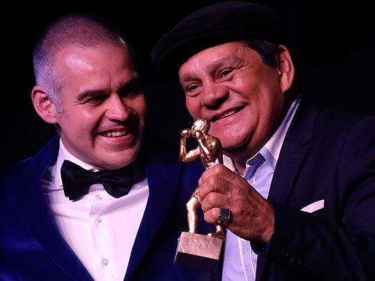 Roberto Duran and WBA President Gilberto Mendoza