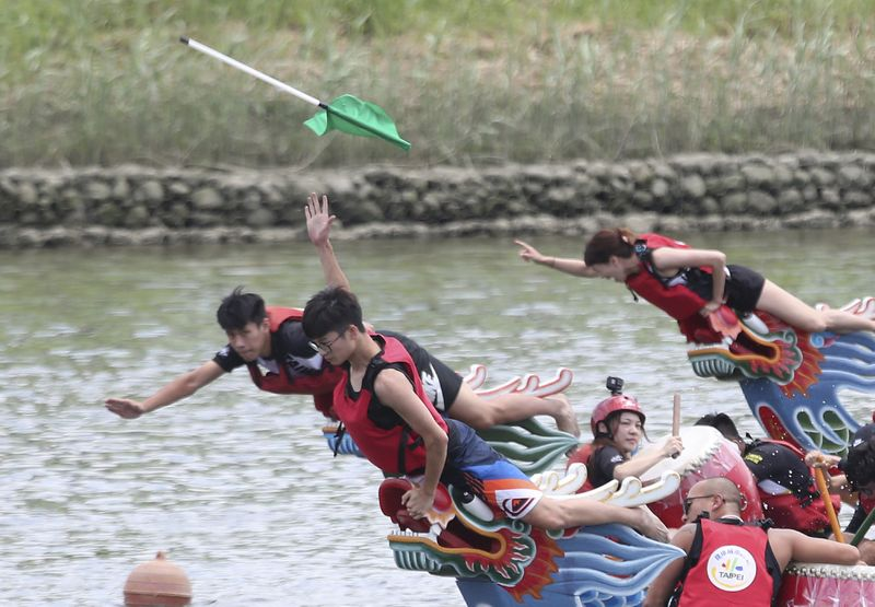 Copy of APTOPIX_Taiwan_Dragon_Boat_Festival_45895.jpg-62caf-1593247206843