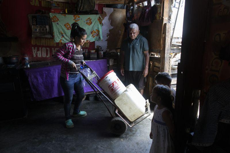 Copy of APTOPIX_Venezuela_Water_Shortage_16440.jpg-f726d~1-1593249365278