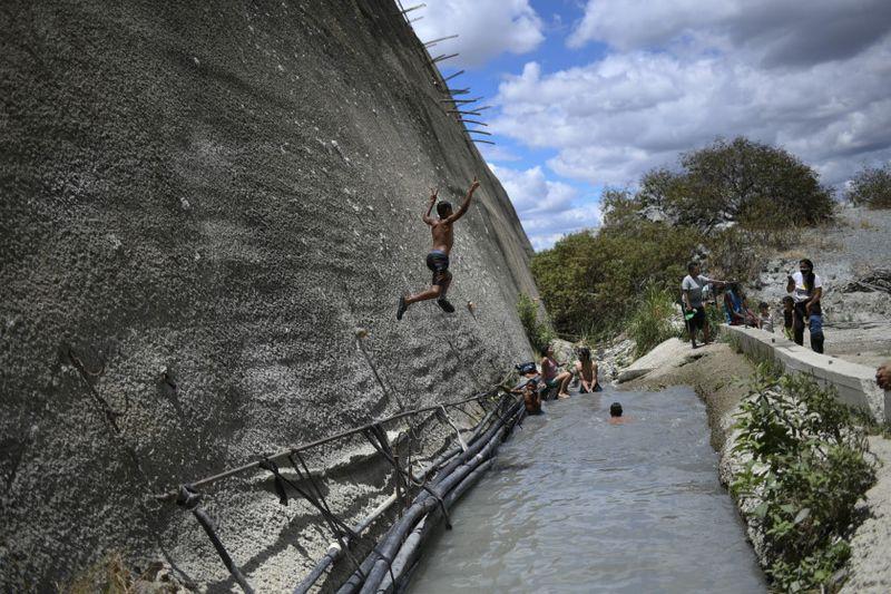 Copy of Venezuela_Water_Shortage_60390.jpg-d9b95~1-1593249375750