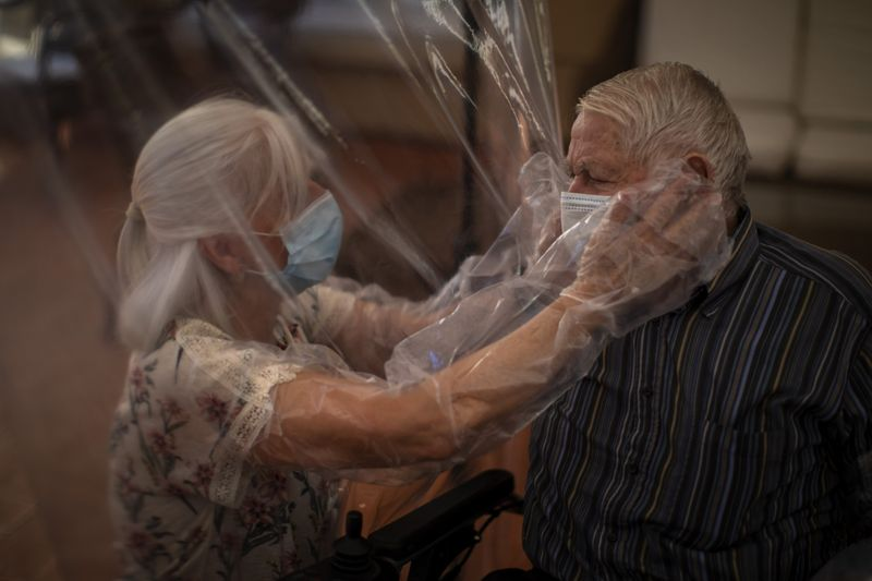 Copy of Virus_Outbreak_Spain_Plasticized_Hugs_Photo_Gallery_59219.jpg-0558f-1593418339707