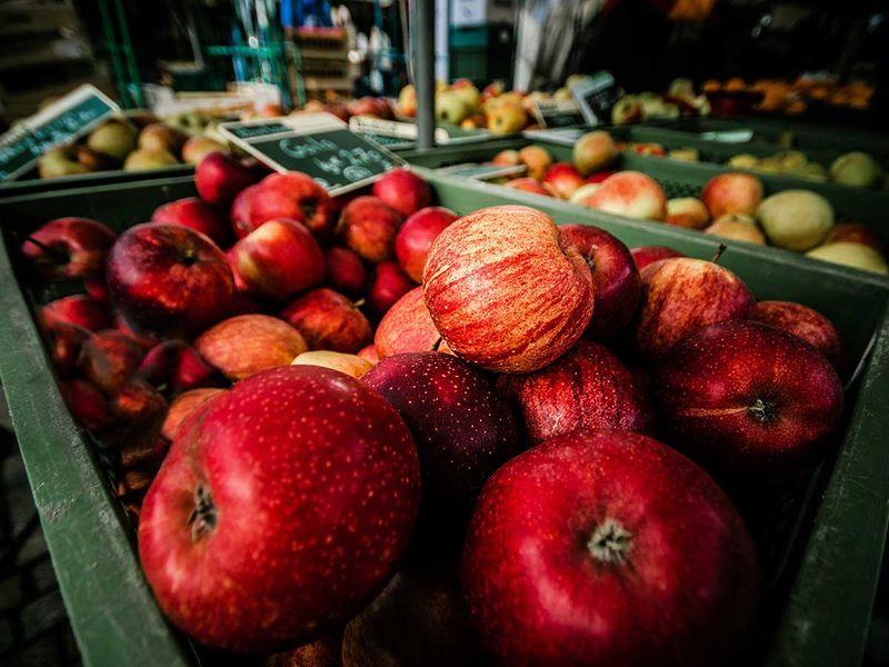 Shopping for apples?