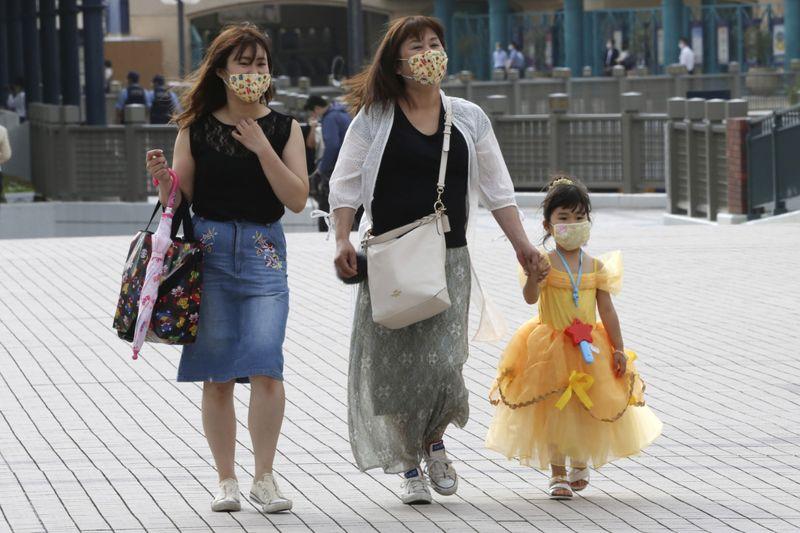 Copy of Virus_Outbreak_Japan_Disneyland_86032.jpg-21c2b-1593689153567