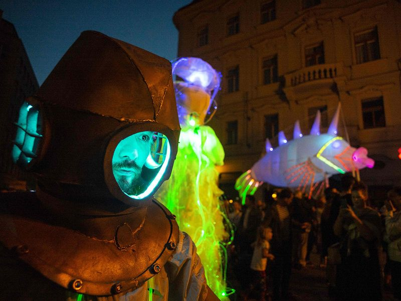 Giant LED puppets gallery