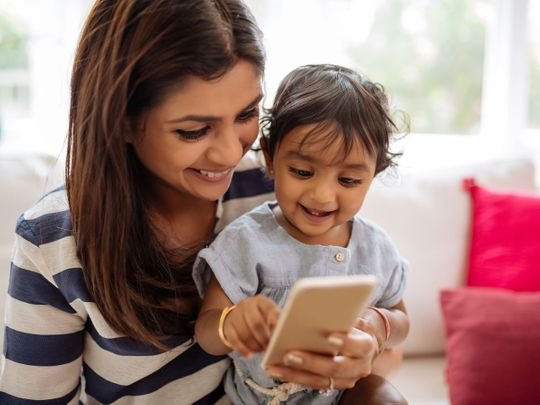 Parental smartphone use not linked to poor parenting