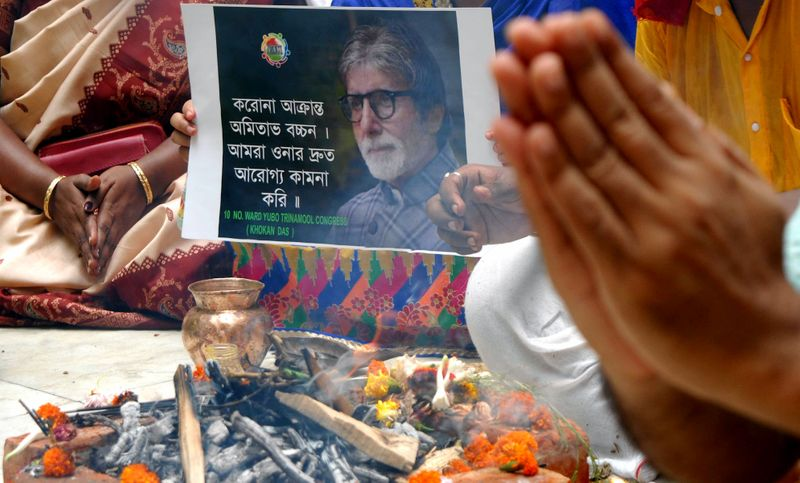 West Bengal, July 12 (ANI): Priests and fans pray for actor Amitabh Bachchan and his actor-son Abhhishek Bachchan for their speedy recovery from COVID-19 in Kolkata on Sunday.